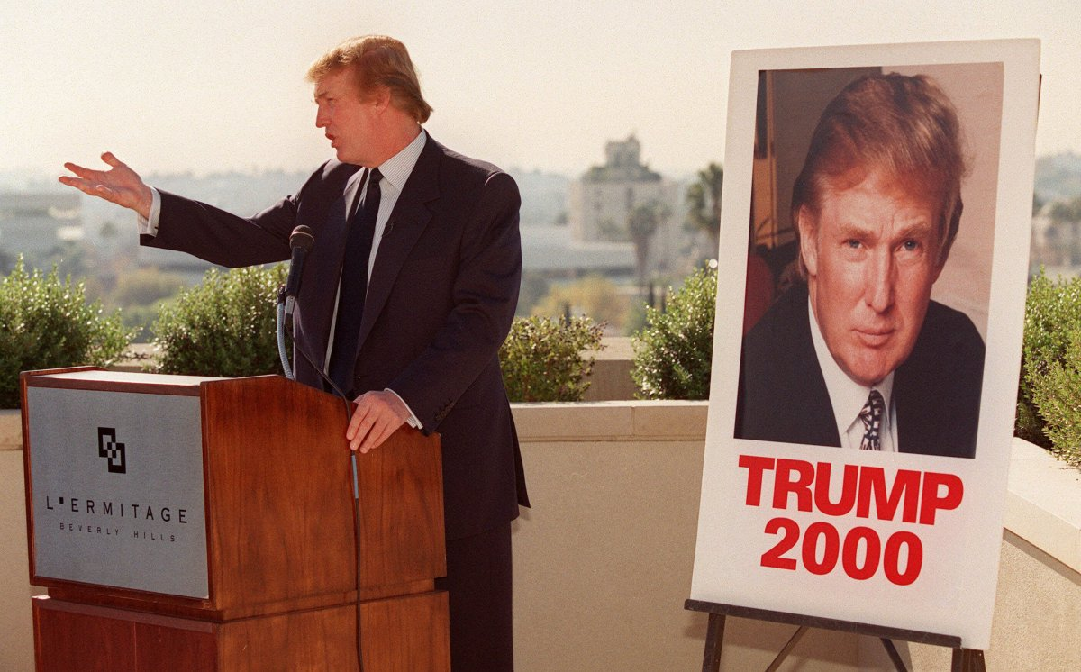 Дональд Трамп произносит речь в Беверли-Хиллз, 1999 год. Фото: businessinsider.com