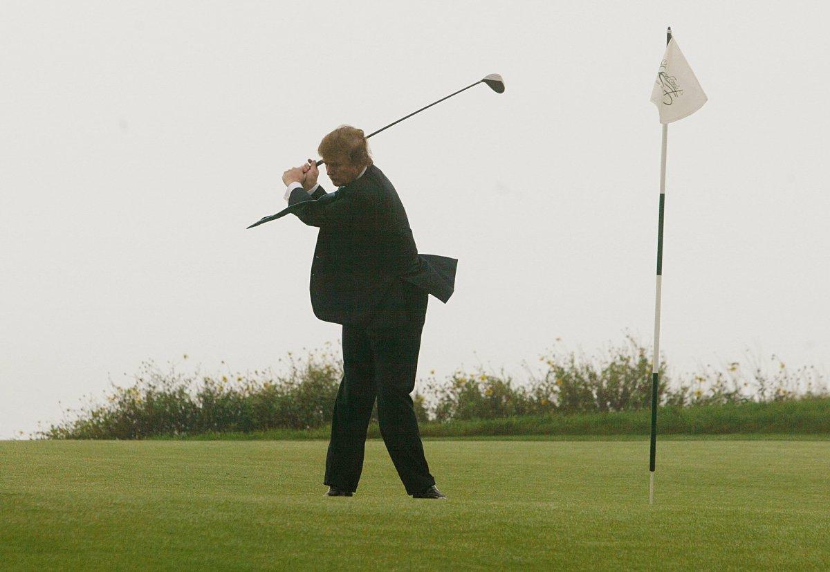 Трамп играет в одном из гольф-клубов Калифорнии. Фото: businessinsider.com