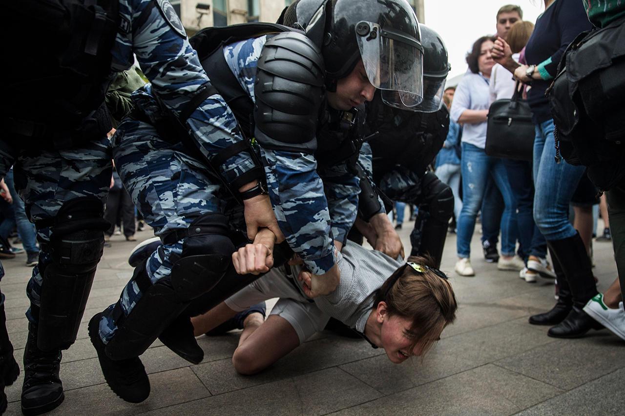 Задержания на акции протеста. Фото: meduza.io