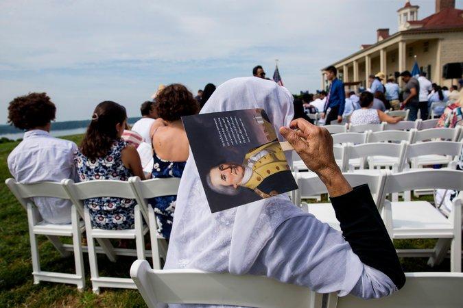 Иммигранты должны пройти немало бюрократических процедур для получения гражданства. Фото: nytimes.com