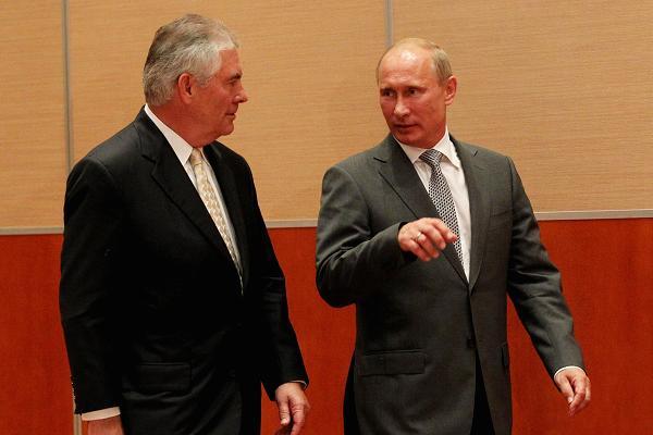 Бывший глава ExxonMobil Рекс Тиллерсон и Владимир Путин. Фото: cnbc.com