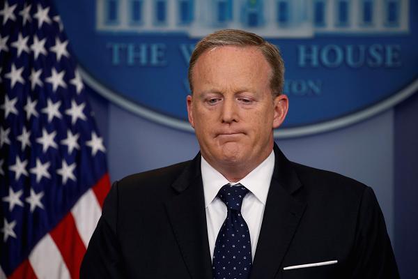 Спайсер не захотел оставаться в Белом доме. Фото: cnbc.com