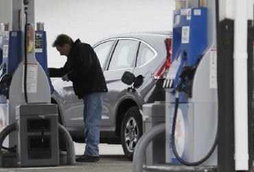 Цены на бензин в День Независимости упали до рекордного уровня