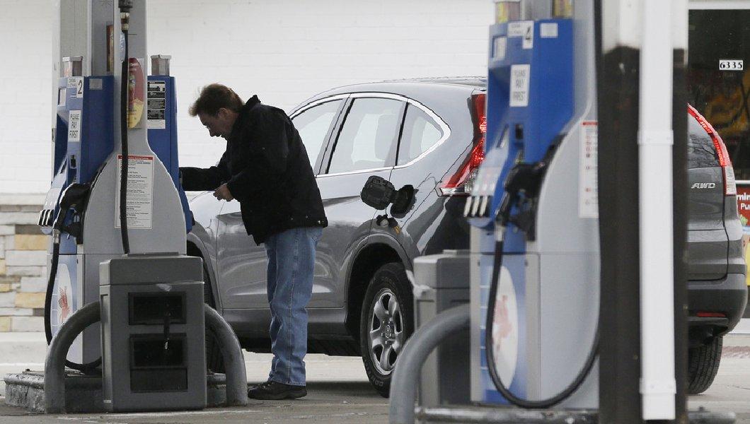 Цены на бензин уже давно не были такими низкими. Фото: washingtonexaminer.com