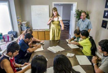 Как женщина из Канзаса учит глухих беженцев общаться на английском
