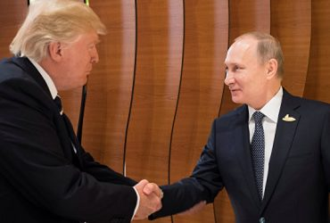 Рукопожатие Трампа и Путина «предсказали» до деталей в сериале «Карточный домик»