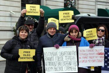 Заключенного режиссера Олега Сенцова поздравят митингом в Нью-Йорке