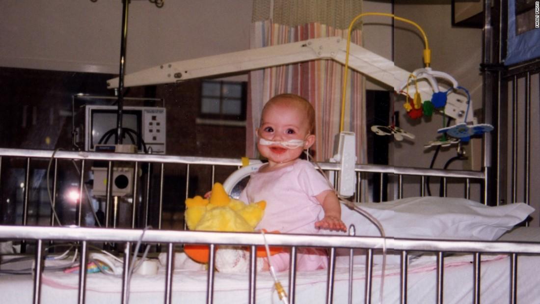 Еще будучи ребенком, Клэр пережла множество операций. Фото: cnn.com