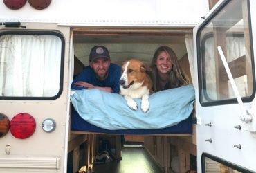 ФОТО: Эта пара превратила школьный автобус в комфортный дом