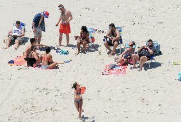 Губернатор Нью-Джерси закрыл пляж и отдохнул на нем с семьей