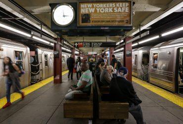 В нью-йоркском метро появятся стоячие вагоны