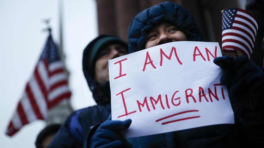 Существует несколько типов рабочих виз. Фото: aljazeera.com