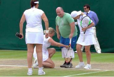 На Уимблдоне теннисистки заставили болельщика выйти на корт и надеть юбку (ВИДЕО)