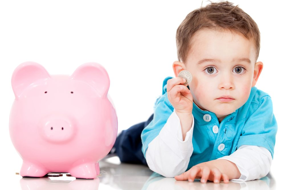 Для того, чтобы вырастить ребенка, нужны большие денежные вливания. Фото v-kurse.ru