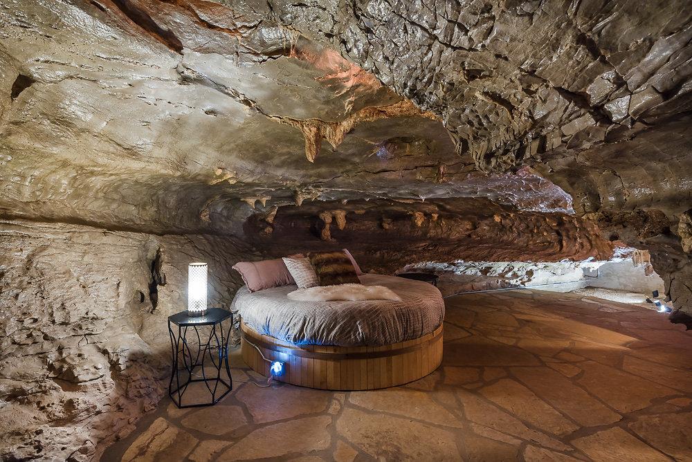 Один из лучших отелей-пещер. Фото: beckhamcave.com