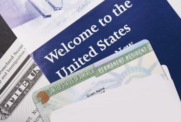 Иммиграционная служба разрешила заменять грин-карты через мобильные устройства