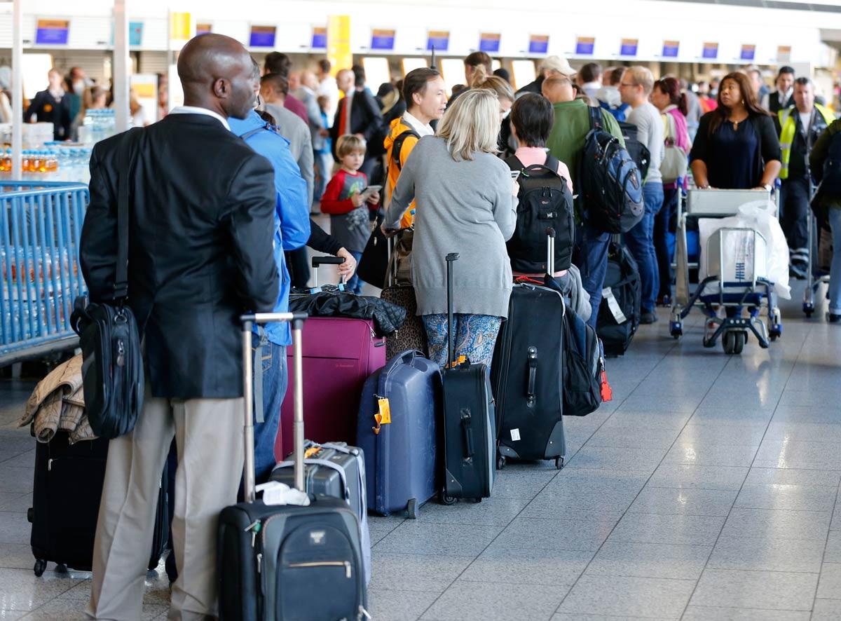 Очередь в аэропорту может изрядно потрепать нервы. Фото: travelphant.com