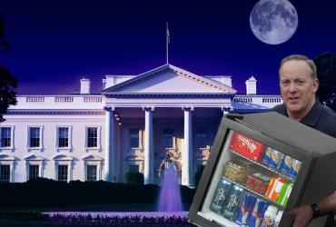 СМИ обвинили Шона Спайсера в «краже» мини-холодильника