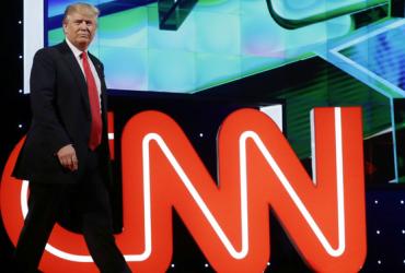 ВИДЕО: Трамп показал избиение канала CNN. Его поддержали