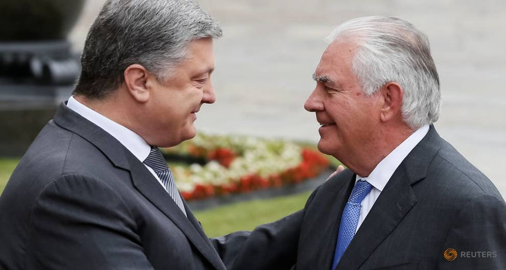 Петро Порошеко и Рекс Тиллеросон на встрече в Киеве. Фото: channelnewsasia.com