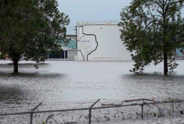 На химическом заводе в Хьюстоне прогремело два взрыва