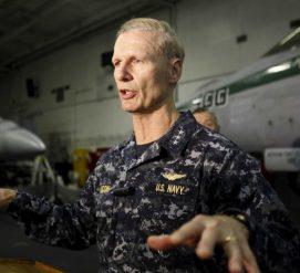 Командующего 7 флотом США уволили из-за крушения эсминцев