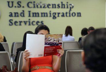 Никаких исключений: иммиграционная служба будет чаще проводить интервью на грин-карту