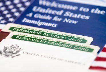 Для двух «льготных» категорий иммигрантов ввели обязательное интервью