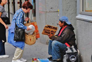 Как бездомные живут в лучших гостиницах Манхэттена и почему им там не нравится