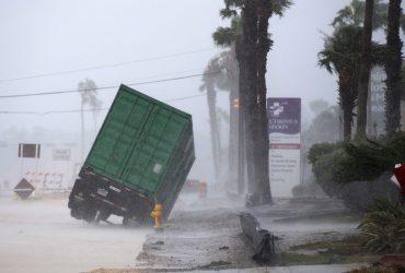 В Сети появились фото и видео последствий разрушительного урагана «Харви»