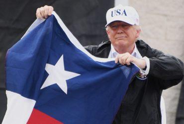 ФОТО: Трамп побывал в пострадавших от Харви регионах Техаса