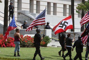 Почему в США можно проявлять расизм и антисемитизм