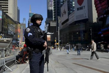 Полиция Нью-Йорка усиливает меры безопасности из-за терактов в Барселоне