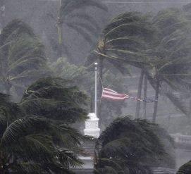 Ирма изменила направление и стала тропическим штормом