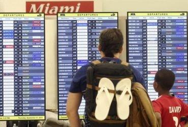 Авиакомпании возместят дорогие билеты, купленные перед ураганом Ирма