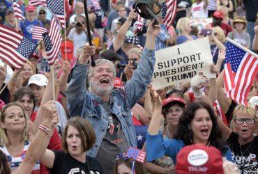 В Вашингтоне на улицы вышли сторонники и противники президента Трампа