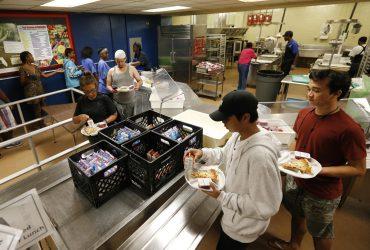 """Как стать волонтером и помочь пострадавшим от урагана """"Ирма"""""""