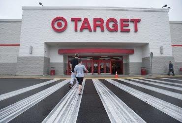 Target снижает цены на тысячи товаров