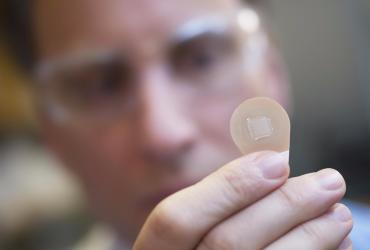 Ученые создали нанопластырь, сжигающий жир
