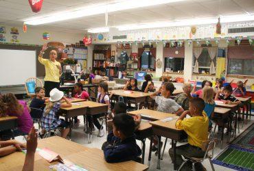 Учительницу из Вермонта  уволили за обучение младшеклассников нацистскому приветствию