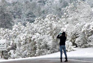 В Калифорнии внезапно выпал снег