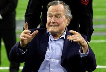 Джорджа Буша-старшего обвинили в сексуальных домогательствах