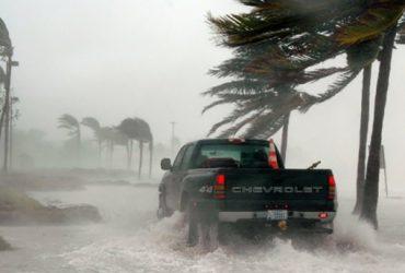 Метеослужбы США предупредили о приближении нового урагана