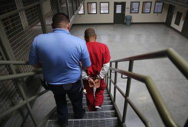 Иммиграционная полиция построит еще больше тюрем для нелегалов