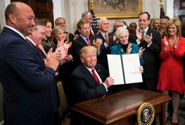 Дешевая страховка для молодых и сильных: Трамп подписал указ о здравоохранении