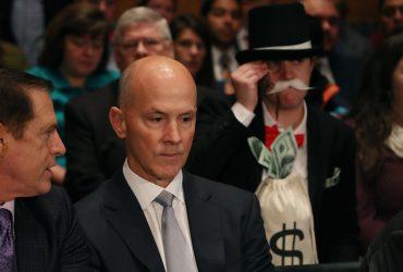 Американец пришёл в Сенат США в костюме маскота «Монополии» и отвлёк зрителей от заседания