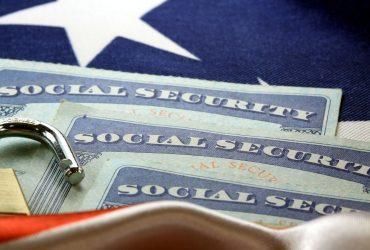 Иммиграционная служба создала общую форму для разрешения на работу и номера социального страхования