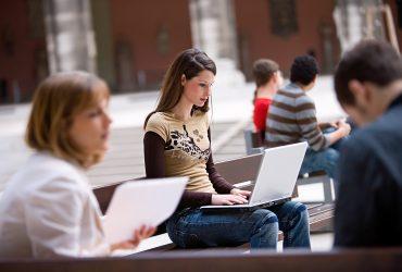 Стоимость обучения в колледже растет с каждым годом