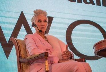 Мать Илона Маска рассказала секреты успеха на конференции в Киеве