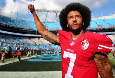 Футболиста, который преклонял колено во время гимна, назвали гражданином года